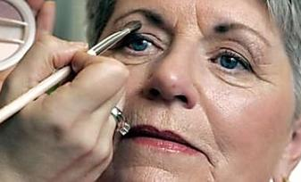 10 Makeup Tips All Women Over 50 Should Know About [Photos]