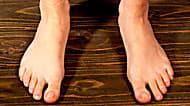 大公開!足爪の「変色」に、大人気の対策とは