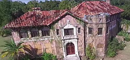 [Pics] Young Couple Accidentally Bid On The Wrong House And         Ended Up With A Mansion
