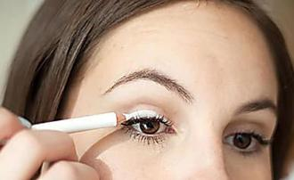 10 Makeup Routines All Women Over 40 Should Know