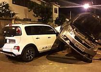 Colisão envolvendo dois carros deixa uma mulher ferida na Jatiúca