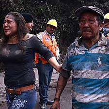 Dramática evacuación de habitantes del volcán de Fuego